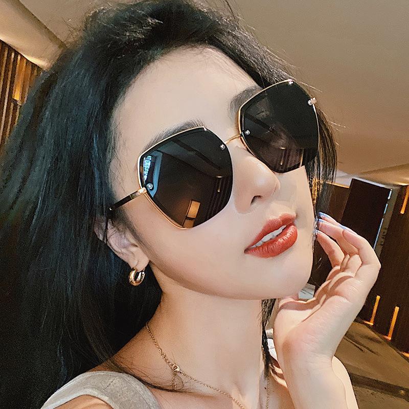 Stylish Retro Polygonal Sunglasses for Summer Wear