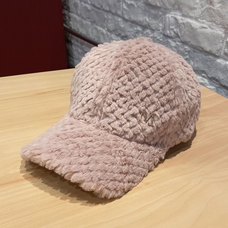 Trendsetting Baseball Cap for Furry Winter Accessories