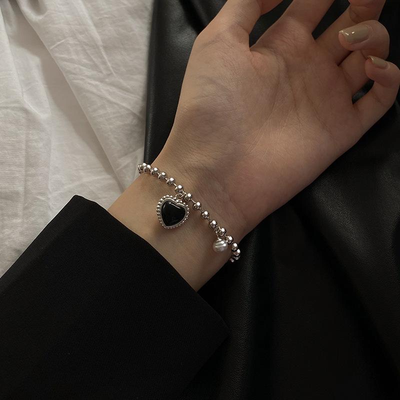 Stylish Vintage Black Heart and Pearl Pendant Bracelet for Ladies