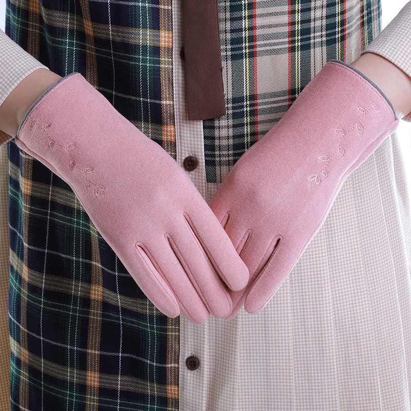 Dainty Feminine Gloves for Stylish Winter Outfit