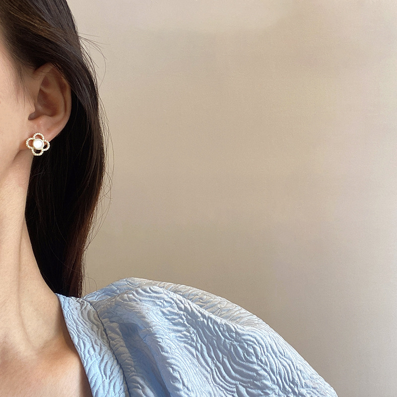 Alluring Clover Leaf Design Stud Earrings for Classy Everyday Accessory