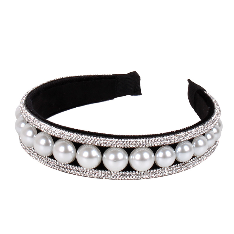 Stylish Faux Pearls and Rhinestone Headband for Fashionable Wear