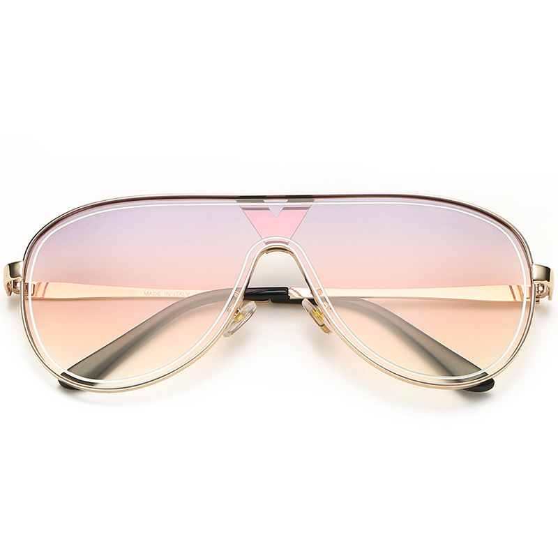 Classy Aviator Sunglasses for Summer Beach Trips